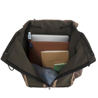 Center zip completely opens bag